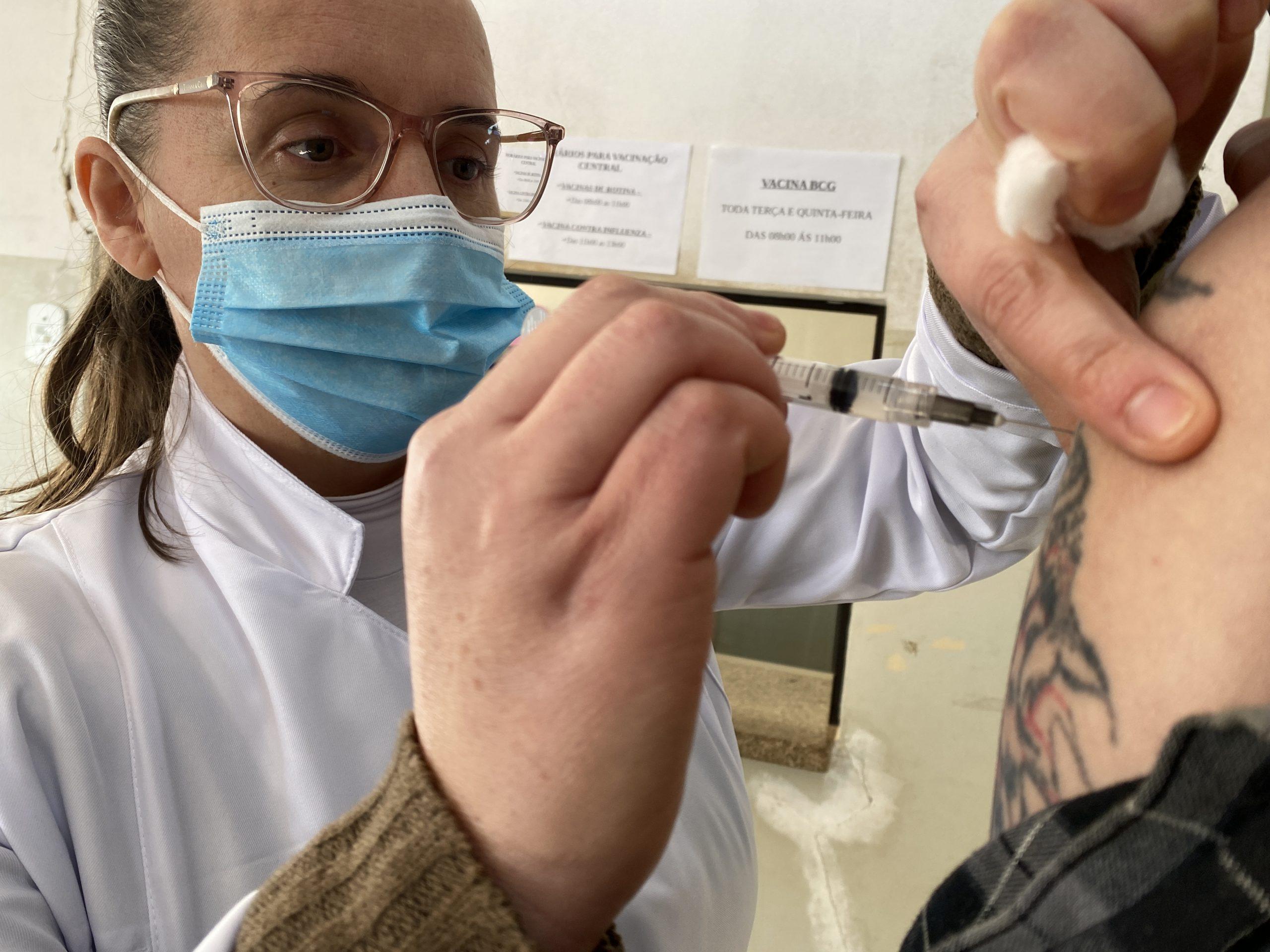 Calendário de vacinação: Prefeitura de Itararé (SP) vacina pessoas de 28 anos contra a covid-19 nesta quarta (28)